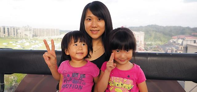 妍妍. 五歲四個月 / 小妹妹. 兩歲九個月