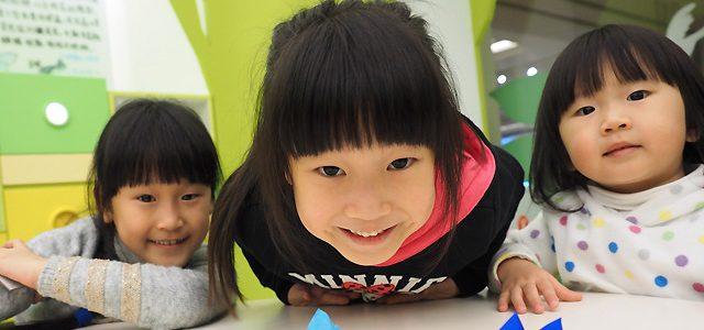 妍妍. 五歲十個月 / 小妹妹. 三歲三個月
